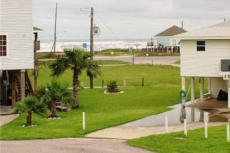 Spring Break Beach Trip!! 200yd from the beach! - Galveston - Hús