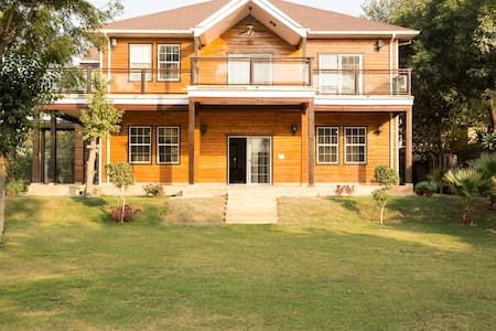 Beautiful Farm House In Delhi - New Delhi