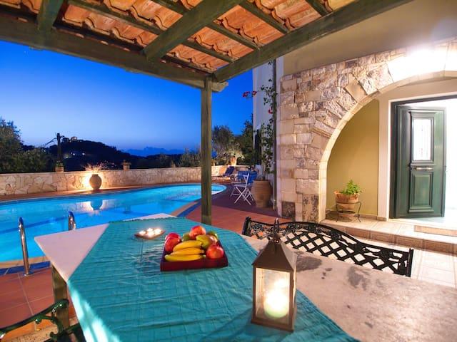 Villa Panos in Stalos - Stalos - Hus