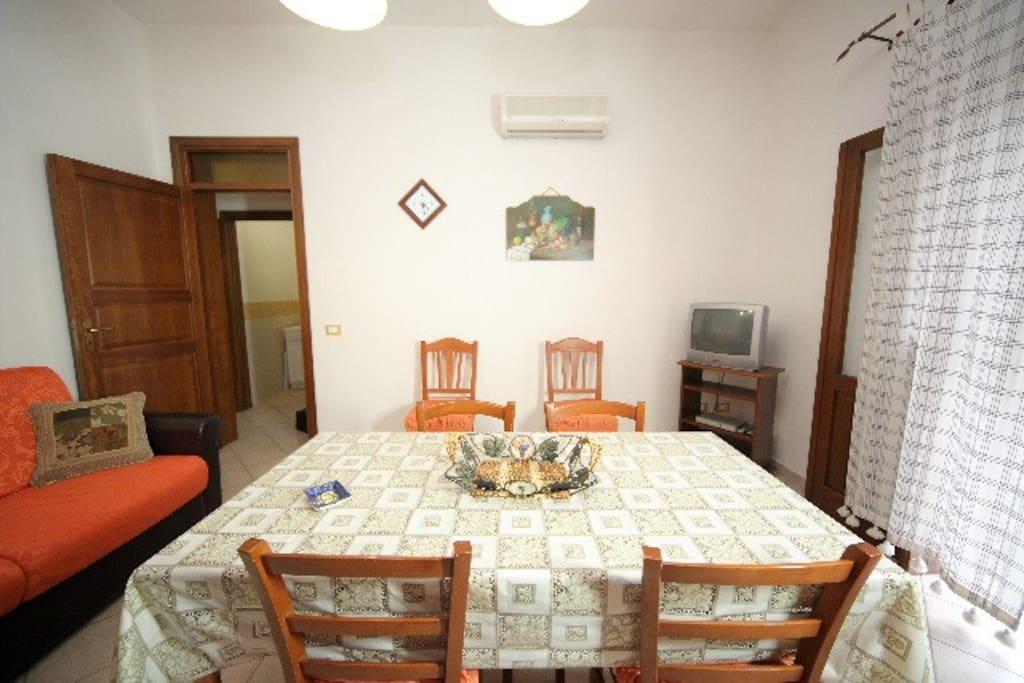 Zona living/soggiorno con cucina