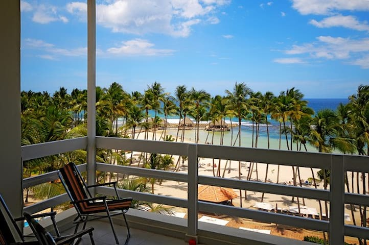 Beautiful Oceanfront Club Hemingway