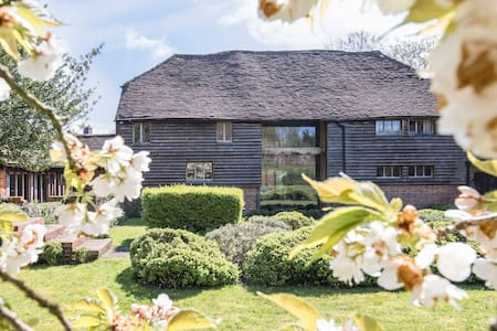 Traditional Kentish Barn in peaceful countryside