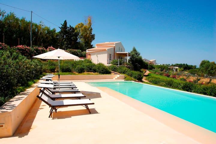 Selinunte villa with pool