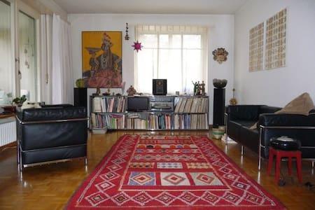 Zentral, ruhig und stilvoll - Basileia - Apartamento