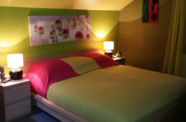 Greeny, large cosy double room
