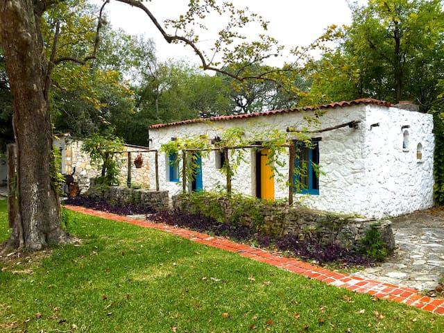 Casa Lejana - Casita 2 - Helotes - Villa