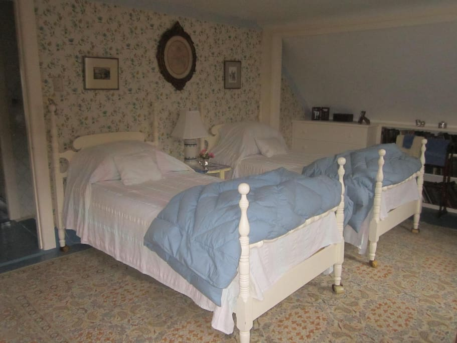 Twin beds in the north guestroom