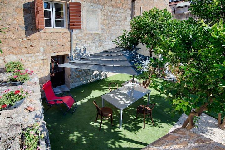 Margarita's garden, Komiza