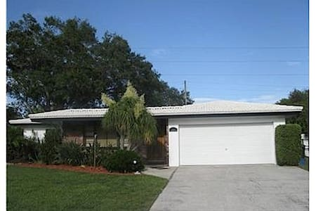 Beautiful house, excellent location, Clearwater. - House
