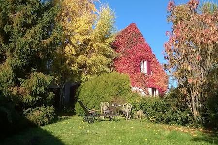 Chambre double à l'orée de la forêt - Chaumontel - House