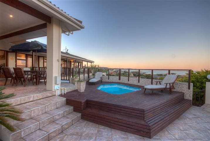 Luxury Accommodation with beautiful sea views - Port Alfred - Serviced apartment