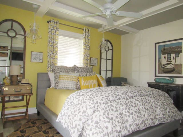 Bright and Airy Master with Queen Bed and Ensuite Bath