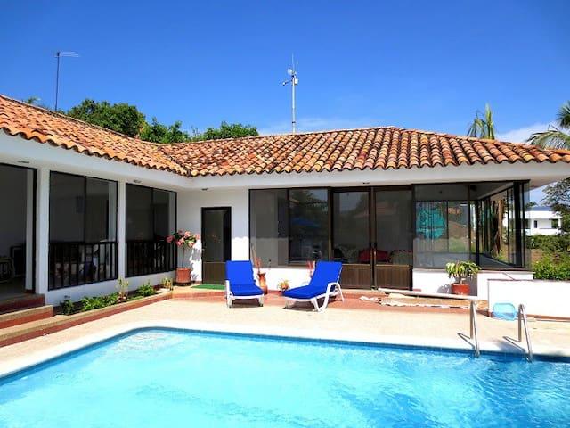 Espectacular casa en el pe on houses for rent in - Piscina san carlo ...