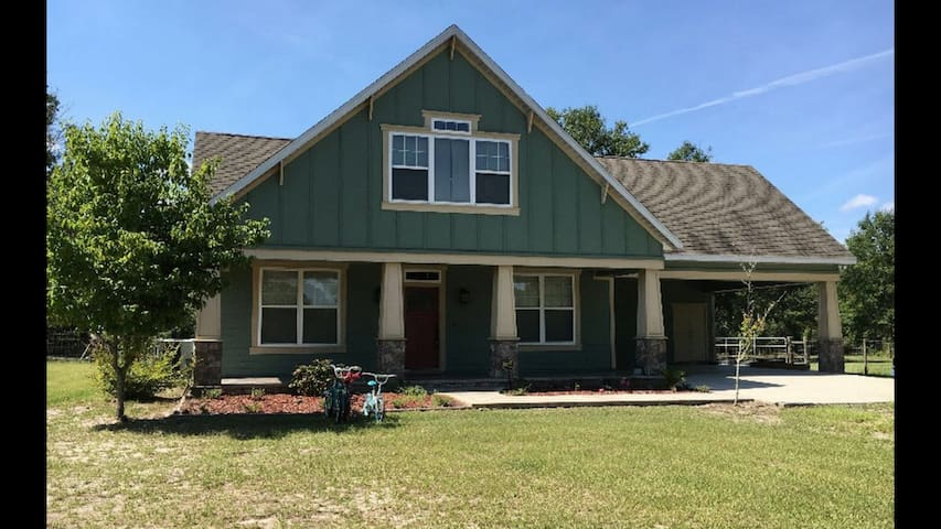 Country home on 10 acres 15 min to Ichetucknee