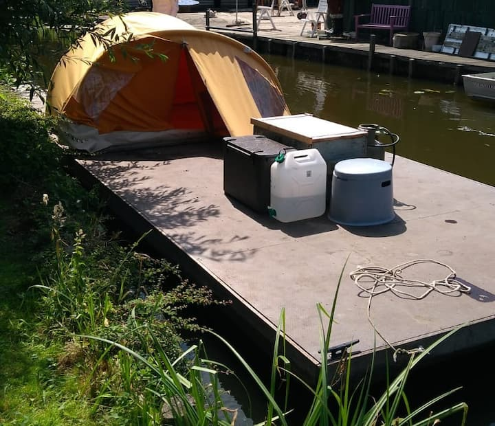 Eurovlot, vlot met tent,  op het water