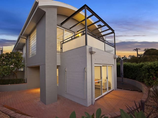 Relaxing & easy stay close to the lake and beach - Collaroy Plateau