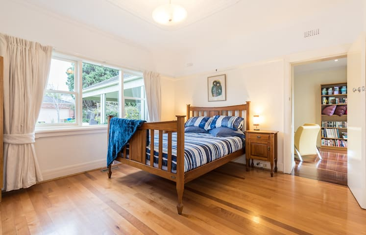 Bright, spacious, private accomodation. - Brighton East - Huis