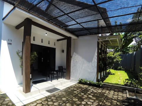 Almira Home Stay Banyuwangi Kota 2 Bedroom