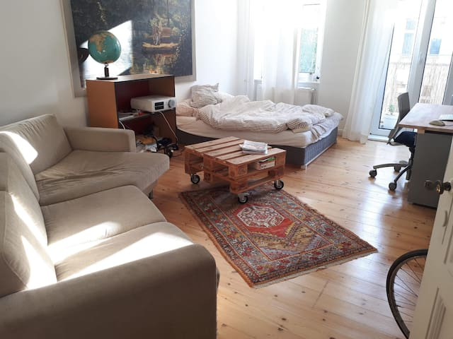Large and sunny room in Schöneberg