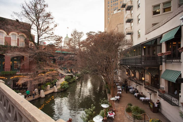 IN THE ❤️ OF SAN ANTONIO | 2 Bedroom | Riverwalk