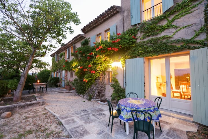 Luxury, views & privacy in Provence