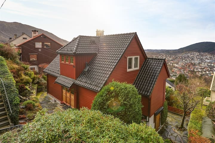 Unique large house with great location and view - Bergen - Haus