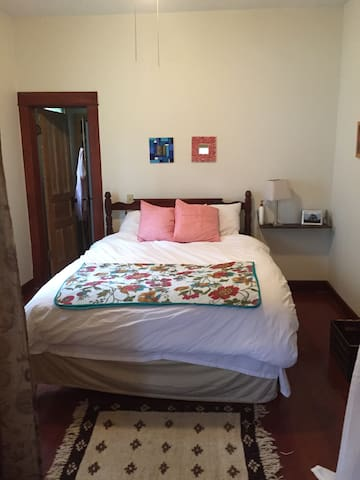 Cheerful, clean convenient room - Ames - Rumah