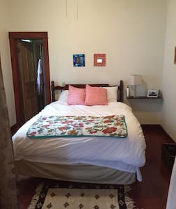 Cheerful, clean convenient room - Ames