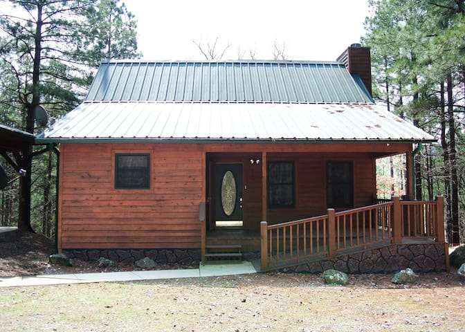 Front View of the Cabin: The ramp allows strollers, wheel chairs, etc. an easier access to the front door.