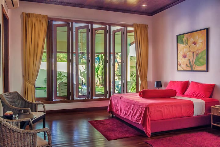 MASTER BEDROOM/POOL-VIEW/POOL ACCESS
