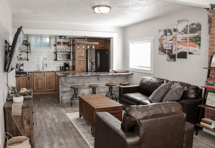 Industrial farmhouse LUX apartment Newly remodeled