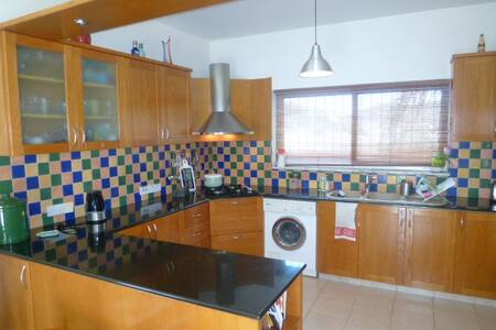 3 bedroom detached house - Pareklisia - Talo