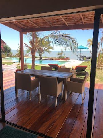 Sea and sun, villa pied dans l eau...