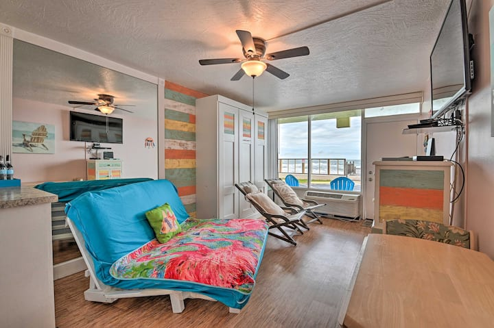 Cozy Studio on Ormond Beach w/ Pool & Ocean Views!