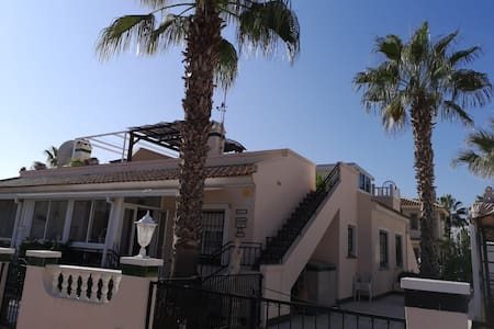Family Villa in Los Dolses, aircon, wifi, 2 pools