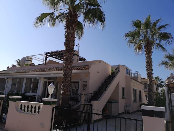 Family Villa in Los Dolses, aircon, wifi, 2 pools