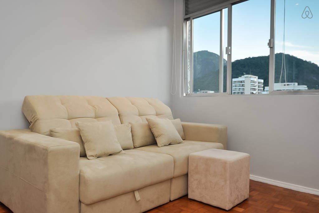 The sofa is waiting for you!   O sofá está esperando por você!