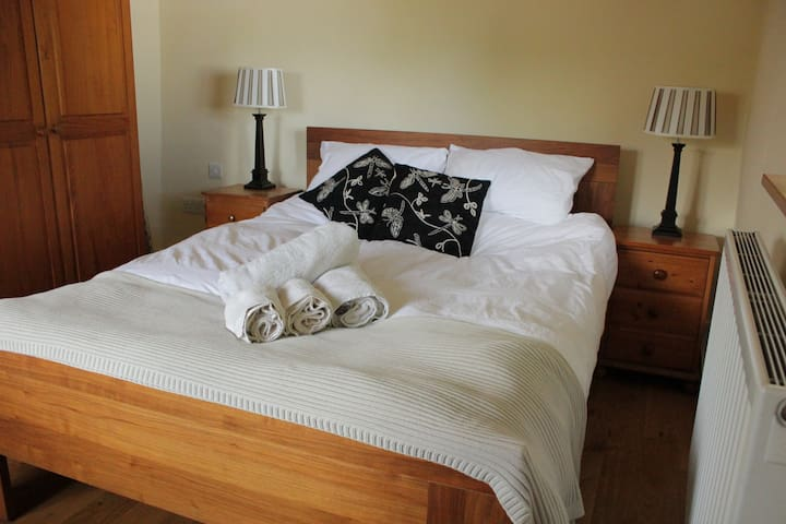 Rich cotton sheets and towels compliment the double bed. Vanity unit with mirror & draws, bedside tables and wardrobe provide plenty of bedroom storage.