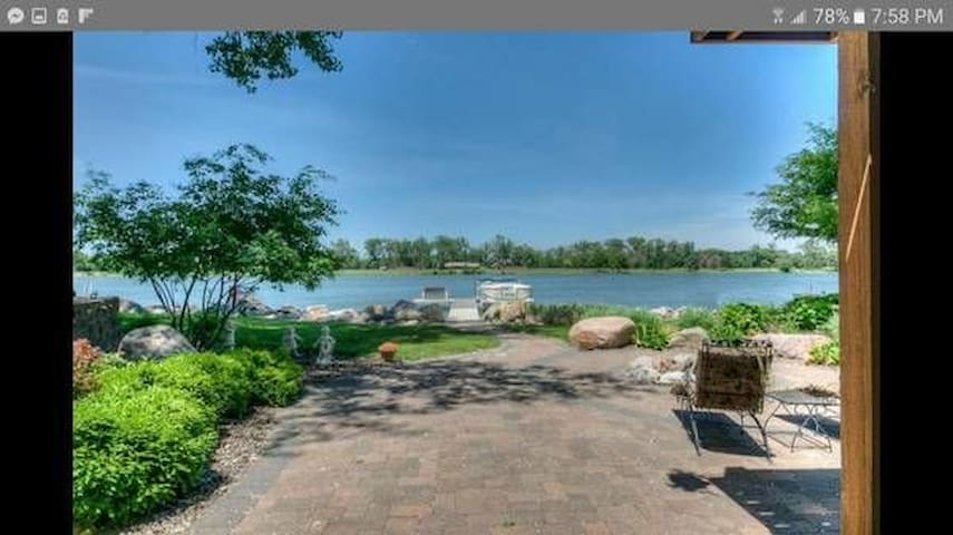 Lakehouse near downtown and airport with view!