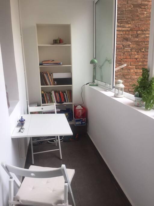 Te gusta leer, o trabajas, este es la zona compartida de la casa, más relajada y solitaria :)