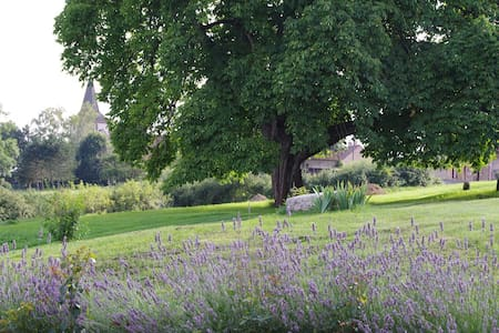 Au coeur de la Bourgogne  - Clomot - Hus