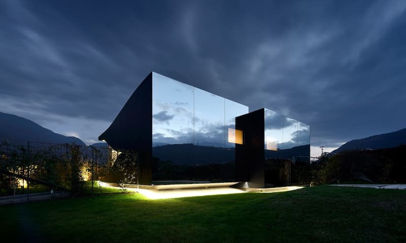 Mirror House North