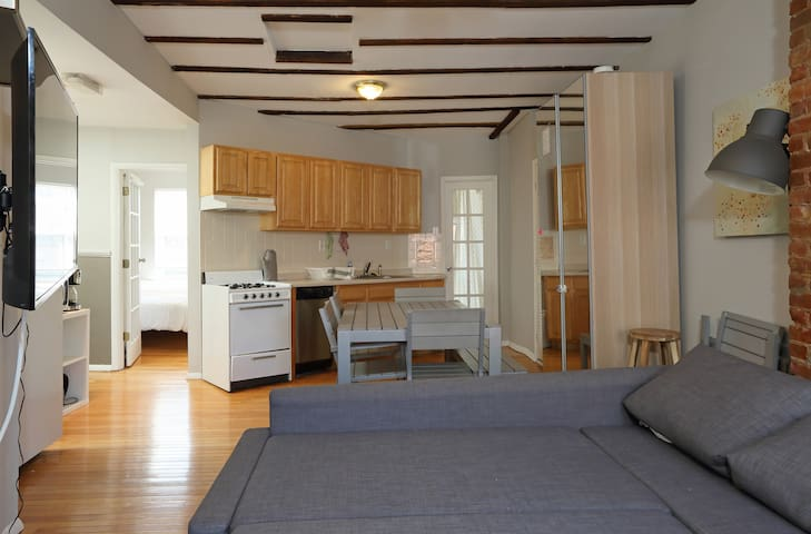 AT The Center, 2 Bedrooms 6 beds, Mins to NYC