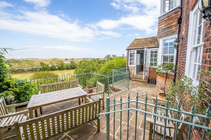 Benson House - 4 Bedroom + 4 Bathroom in the centre of Rye - Outstanding Marsh Views