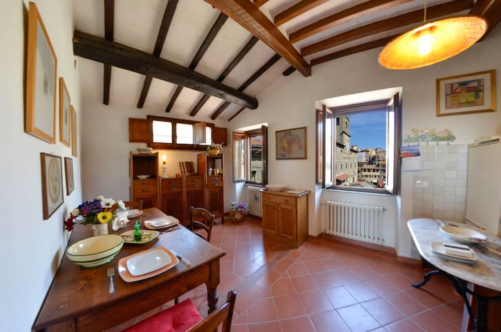 Apartment in the city's main square - Cortona