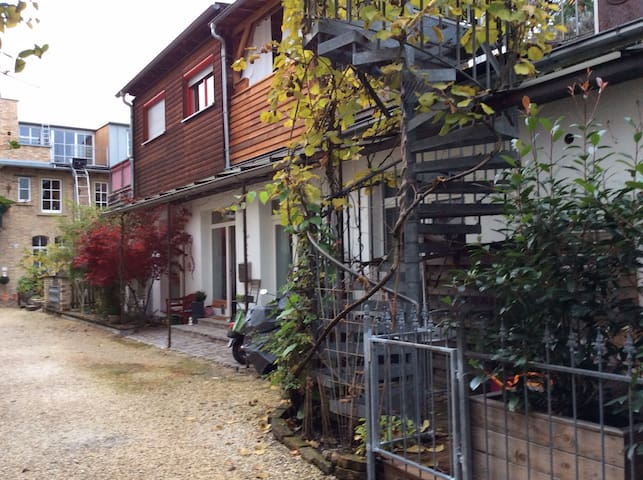 Hinterhof-Idylle Karlsruhe Südstadt - คาร์ลสรูห์ - บ้าน