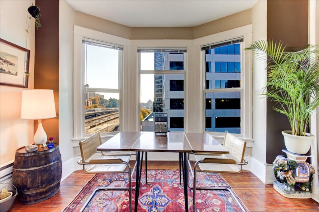 Artistic flat in downtown seattle apartments for rent for Seattle view apartments