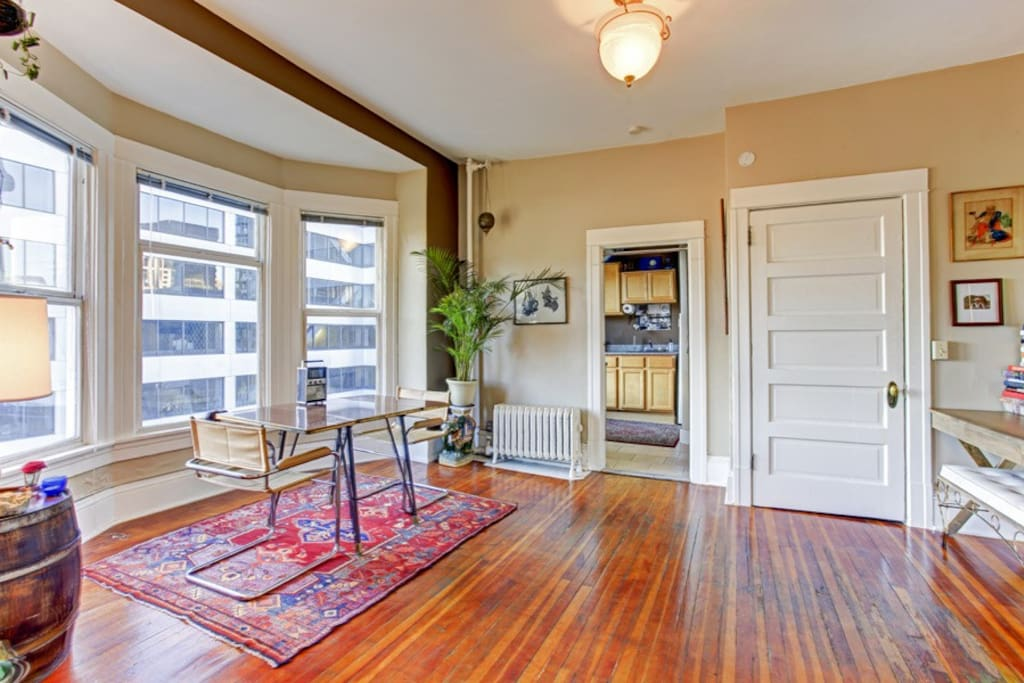 Artistic flat in downtown seattle appartamenti in for 7 salon downtown seattle