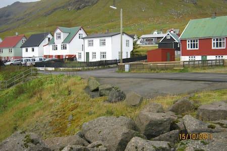 Lille hyggelig bygd og dejligt hus. - Oyndarfjørður - บ้าน