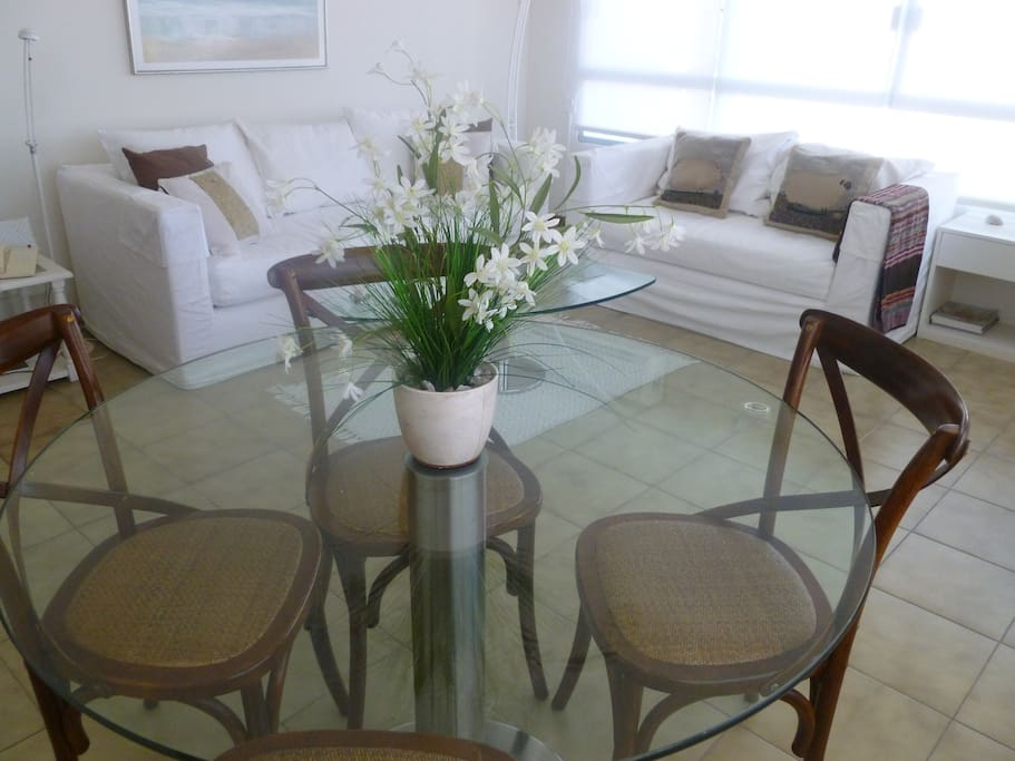 Cómodos sofas  y decoración !